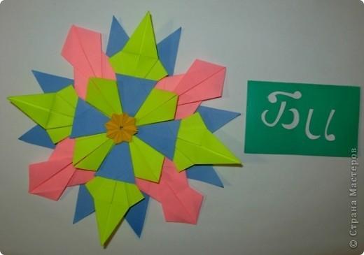 """Это звезда """"Вдоновение"""". Я сделал ее из 4 модуля """"крылья"""", 4 """"звездолет"""", 4 """"шаттл"""", 4 """"кометы"""" и в середине я положил маленькую звездочку из созвездия. фото 1"""