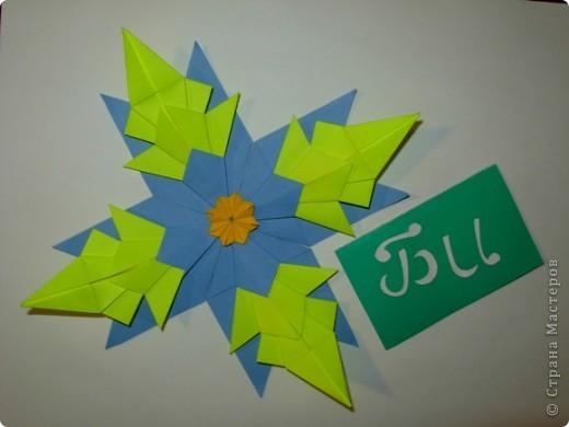 """Это звезда """"Вдоновение"""". Я сделал ее из 4 модуля """"крылья"""", 4 """"звездолет"""", 4 """"шаттл"""", 4 """"кометы"""" и в середине я положил маленькую звездочку из созвездия. фото 6"""