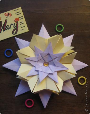 Тема первая. Вот моя звёздочка из модулей. Это звезда мира и света, поэтому я выбрала жёлтый (цвет солнца) и сиреневый (цвет безоблачного неба).  фото 1