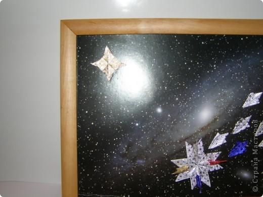 """Моя звезда-комета.Название-Огонь.Она состоит из 4 """"крыльев"""",2 """"ракет"""".Хвост-11 модулей.Маленькая звезда-4 """"звездолета"""" фото 2"""