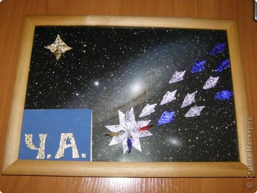 """Моя звезда-комета.Название-Огонь.Она состоит из 4 """"крыльев"""",2 """"ракет"""".Хвост-11 модулей.Маленькая звезда-4 """"звездолета"""" фото 1"""