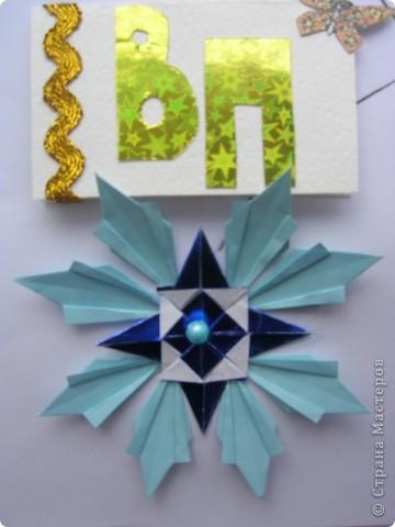 """Я сделала самую яркую звезду своего знака зодиака Дева - звезду Спика, в переводе с латинского означает """"колос"""". Спика по яркости 14 звезда из 20 самых ярких звёзд, она в 5 раз ярче Солнца и по массе в 11 раз больше массы Солнца.  Спика - голубой гигант, поэтому моя звезда тоже голубая. Она состоит из 4 модулей Стрела и 8 модулей Ракета. фото 1"""