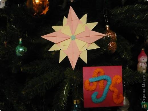 """Мне очень понравилась тема про звезды. Было очень увлекательно складывать модули. Больше всего мне понравились """"Крылья"""" и """"Звездолет"""". Из них я и решила сложить свою звезду. Цвета выбрала свои любимые розовый и желтый. фото 2"""