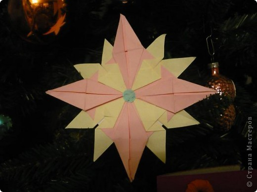 """Мне очень понравилась тема про звезды. Было очень увлекательно складывать модули. Больше всего мне понравились """"Крылья"""" и """"Звездолет"""". Из них я и решила сложить свою звезду. Цвета выбрала свои любимые розовый и желтый. фото 3"""