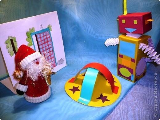 Случилась  эта история новогодним вечером.    Дед Мороз  закончил разносить детям подарки и  уставший возвращался домой, мечтая  о чем то о своем. Вдруг с неба упала звезда, с начала одна , потом еще одна. фото 1