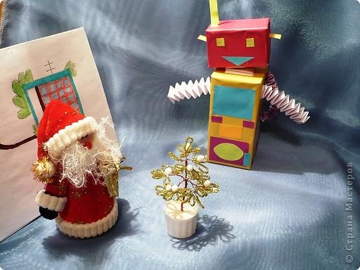 Случилась  эта история новогодним вечером.    Дед Мороз  закончил разносить детям подарки и  уставший возвращался домой, мечтая  о чем то о своем. Вдруг с неба упала звезда, с начала одна , потом еще одна. фото 4