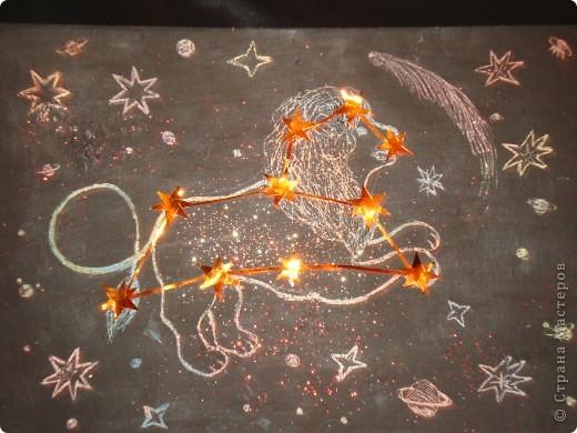 """Это Вифлеемская звезда. Она зажглась на небе во время рождения Спасителя - Иисуса Христа и освещала путь волхвам по пути следования их к месту рождения Мессии. Уже более двух тысяч лет происхождение этой звезды волнует человечество. Мудрецы и философы связывали ее появление с Божественной Силой и Чудом. А астрономы - с особым расположением планет или с рождением новой звезды. Но все сходятся в едином мнении - ее появление не было случайным. Я Сделала свою звезду из фольгированной бумаги - ведь она должна сиять!, украсила ее крупными и мелкими жемчужинами. В работе использовала 3  вида модулей: """"Шаттл"""", """"Ракета"""" и """"Звездолет"""" фото 3"""