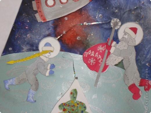 """Это Вифлеемская звезда. Она зажглась на небе во время рождения Спасителя - Иисуса Христа и освещала путь волхвам по пути следования их к месту рождения Мессии. Уже более двух тысяч лет происхождение этой звезды волнует человечество. Мудрецы и философы связывали ее появление с Божественной Силой и Чудом. А астрономы - с особым расположением планет или с рождением новой звезды. Но все сходятся в едином мнении - ее появление не было случайным. Я Сделала свою звезду из фольгированной бумаги - ведь она должна сиять!, украсила ее крупными и мелкими жемчужинами. В работе использовала 3  вида модулей: """"Шаттл"""", """"Ракета"""" и """"Звездолет"""" фото 5"""