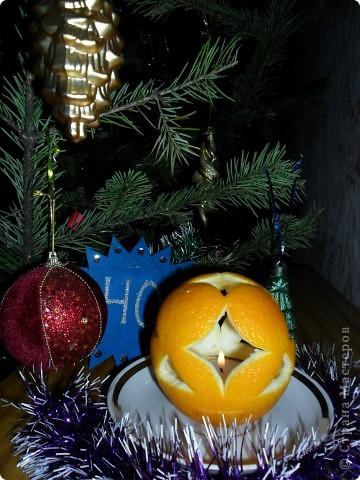 """Так как на Новый год дарят много подарков и большинство из них """"сладкие"""", а конфеты завёрнуты в великолепные, яркие обёртки, то я решила свои звёздочки сделать из фантиков. Вот, что у меня получилось. Звезда """"Ласточка"""" состоит из 4 модулей """"Крылья"""" и 8 модулей """"Ракета"""". Посмотрите какая она красивая! фото 13"""