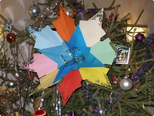 Моя звезда похожа на снежинку. Я назвала её - Звездинка. Какое замечательное ёлочное украшение получилось! Использованы 8 ракет и 4 звезды. фото 1