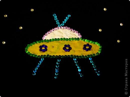"""Корабль """"Меркурий"""". Этот корабль придумала я. Каждые два месяца он совершает полёт в космос, изучая его и фотографируя.  фото 3"""