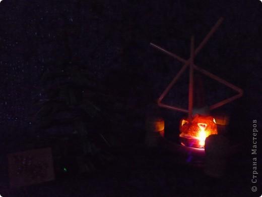 """КОНСТРУИРУЕМ КОСМИЧЕСКИЕ АППАРАТЫ. Так как наша галактика безбрежна, то и Новогодние праздники продолжаются во времени. Это межпланетная станция """"Акиткалаг-3"""". 3 - потому что у неё 3 запасных двигателя-батареи. 3 звуколокатора. 3 основных отсека (диски). А ёлочку-попрыгушку для членов экипажа смастерила ученица младшей группы Ирочка Юлина. фото 5"""