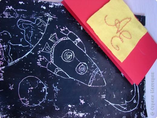 """Наша ракета совершает полет вокруг земного шара.Свою ракету я назвала """"ЕЛИЗАР"""". В честь конструктора - ЕЛИЗавета и космонавта - АРсений. фото 8"""