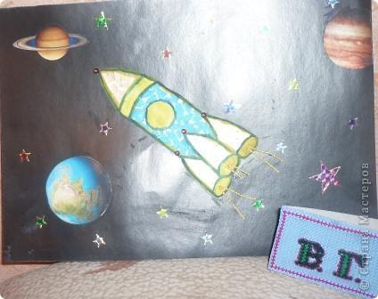 """Я смастерил космический корабль и назвал его """"Быстрая стрела"""". Я думаю очень интересно взлететь на нём в космическое небо и увидеть миллиард звёзд.  фото 2"""