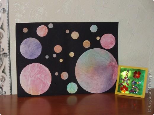 Мы знаем, что 50 лет назад полетел в космос первый космонавт - Юрий Гагарин.   А сегодня мы отправляем в космос свои три ракеты, чтобы космонавты исследовали другие планеты, которые есть в нашей галактике. В ракетах мы везем книги, игрушки для маленьких инопланетян, чтобы они выросли умными и могли писать нам письма или построили свою ракету и прилетели в гости. фото 3