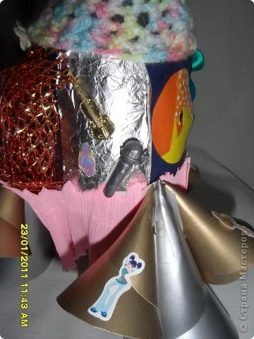 Ракета - носитель «Winx ВИНЧАНТИКС 6».  Это самое любимое средство передвижения девчонок Winx на большие расстояния. Нужна ракета – носитель «Winx ВИНЧАНТИКС 6» для того, чтобы девчонки легко и быстро перемещались в нашей галактике, перелетая с планеты на планету. Двигатель у моей ракеты особый - реактивный. Перелетая, Winx на всех планетах оставляют самое важное и необходимое, чтобы там зарождалась жизнь, - то чем они владеют: Лейла оставляет журчащую воду, Стела помогает ярко светить солнцу, Блум зажигает теплый, согревающий огонь, Флора помогает ожить деревьям и цветам, Текна, владея компьютерными средствами, помогает найти проход в самые сокровенные и далекие местечки на планетах, ну а Муза придает всему этому веселое настроение.   фото 8
