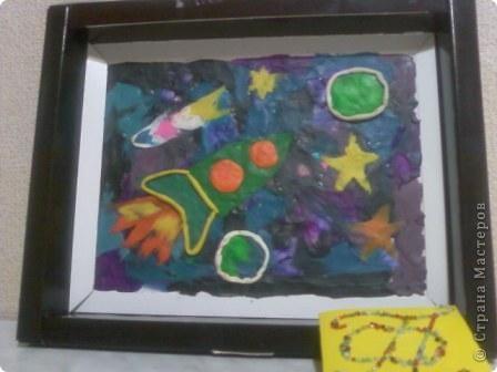 """Это планетоход  """"Радость"""". Я назвала его так, потому что на нём на планету Земля прилетают удивительные существа из космоса. Все радуются встрече с ними. Мой планетоход вышит крестиком. фото 9"""