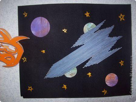 """Это моя ракета """"Быстрая"""". Она заряжается солнечной энергией и стремительно несётся по космическим просторам. Космонавты изучают планеты и звёзды, открывают новые миры.  Сделал я, друзья. ракету! Полечу на ту планету, Где есть много разных тайн, Их лишь только разгадай! Побываю в сказке я,  Встречу Лайку там, друзья,  Расспрошу, как ей живется,  Что узнала там она. Погружусь в ее познанья И узнаю много я! Что? Вам тоже интересно? Ну, тогда прошу на борт. Забирайтесь поскорее. Я уже готов... Всё... Взлёт! фото 18"""