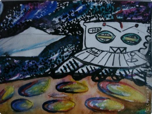 Тема 1 . Конструируем космические аппараты.  Космический корабль под названием Пегас.  Для его создания потребовалось: пластиковая бутылка, цветной скотч, картон, декоративные шарики и свеча для торта, которая прикреплена в хвосте корабля. Питание корабль получает от солнечных батарей, которые прикреплены по сторонам.  фото 6