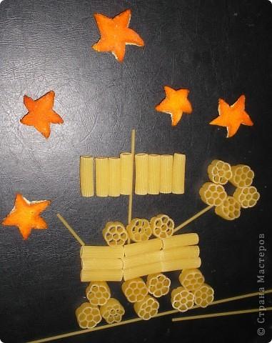 Здесь я изобразила космические корабли с инопланетиками на их планете.  фото 15