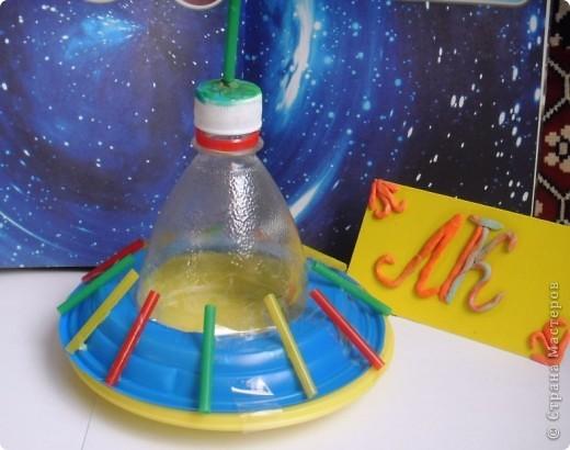 """Мой космический корабль - ракета- носитель """"Мечта"""".  Я узнала много интересного про космические корабли. И решила сделать ракету из модулей. Назвала ее """"Мечта"""". Отправляю ее  в космос и мечтаю,  что  она будет сбрасывать на Землю не лишний балласт, а подарки всем детям! Пусть сбудутся их мечты! фото 3"""
