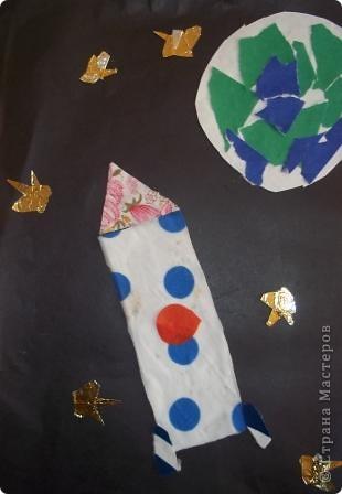 """""""Многоцветик"""" Эту ракету прозвали так, потому что на ней много разных цветов. Её заправляют любыми предметами, главное что бы они были разных цветов. Один предмет равен одному километру. фото 1"""