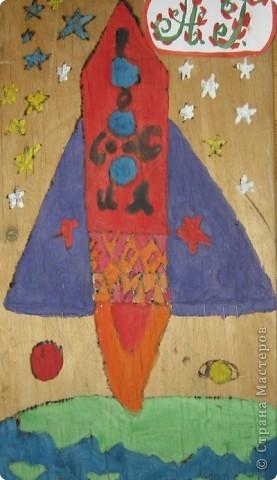 """На своем космическом корабле """"Салют"""" я полечу  к разным планетам. Это крылатый космический корабль многоразового использования. фото 1"""