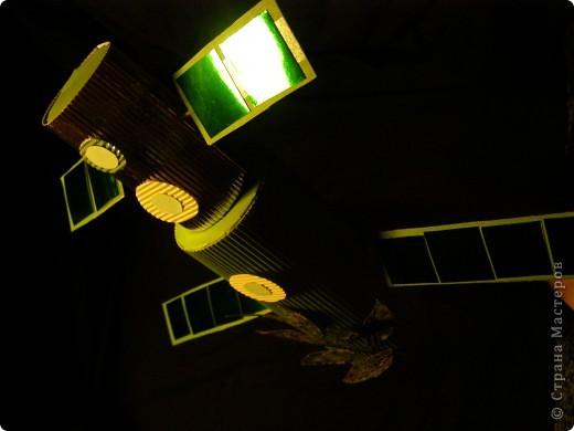 Мне рассказали, что сейчас идет космический эксперимент по изучению роста и развития растений в условиях невесомости. Пока изучают только представителей душистого горошка. Это совместный проект - проводится однолвременно на Международной Космической Станции и на Земле - в том числе в Московском Дворце Творчества, куда я хожу на кружки. Он называется MicroLada и проходит при участии детей. Это очень актуальный проект - вдруг людям придется переселиться с родной Земли на другие планеты? фото 3