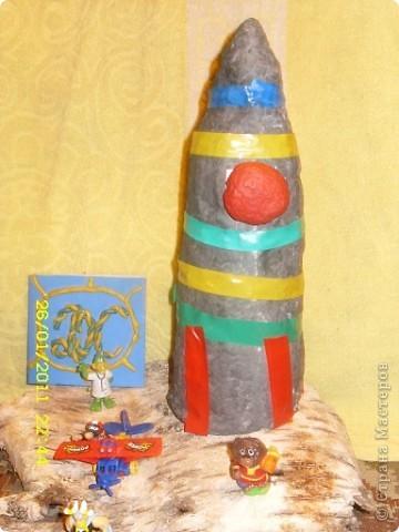 Ракета из папье-маше,внутри бутылка с горохом и когда ракета летит горох шумит как двигатели фото 1