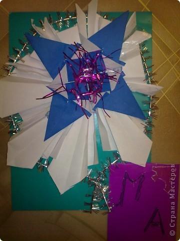 Это мой марсоход. Я сделал его из гофрированного картона. Он обследует Марс и передает данные на Землю. фото 3
