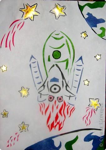 """Вот такая зелёная ракета получилась из солёного теста. В него я вдавила разные формы - получилась рельефность. Потом раскрасила сухой кистью и дополнила пуговицами и конусами из цветной бумаги!        Ракета так и называется """"Зелёная"""" , так как другого названия просто не придумала. Стишок про неё ниже.       фото 5"""