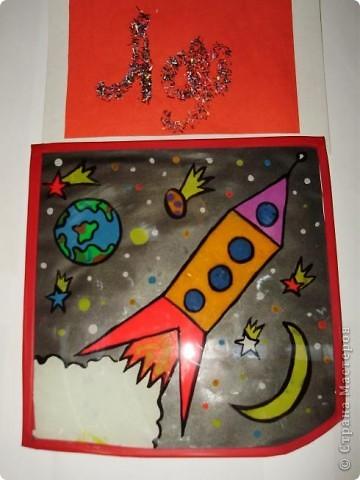 """Тема 1. Конструируем космические аппараты Эта ракета называется """"Первопроходец"""". Я назвала её так, потому что я её сделала самой первой как только увидела задание. Она сделана из гофрированного картона, пластилина, ниток и пластиковых баночек от йогурта """"Растишка"""". фото 19"""