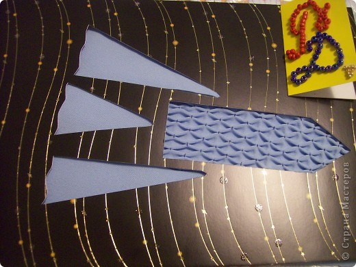 """Привет всем участникам третьего полета - юным конструкторам, космонавтам всех уровней и даже инопланетянам и всем жителям других галактик. Моя ракета """"Голубая Буфика"""" бороздит просторы громадного космоса. Она способна долететь до самой далекой звезды, до самой отдаленной планеты. Ее корпус выполнен в технике """"буфы"""", поэтому у нее такое название. Эта работа отняла у меня много времени, но была очень занимательной.  фото 1"""