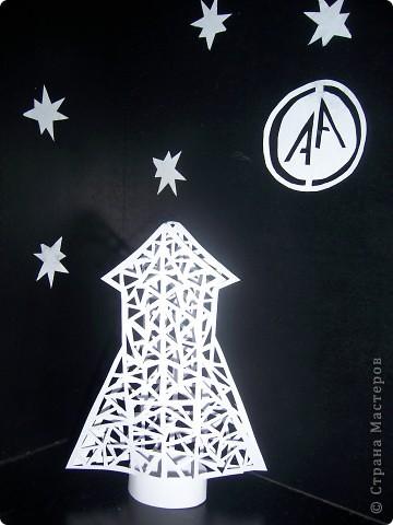 Полёт к звёздам. Ракета и моя звёздная карточка, обязательное задание первого полета, выполнены в технике силуэтное вырезание. фото 1