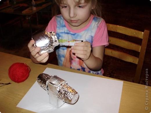 """Тема 1. Конструируем космические аппараты Эта ракета называется """"Первопроходец"""". Я назвала её так, потому что я её сделала самой первой как только увидела задание. Она сделана из гофрированного картона, пластилина, ниток и пластиковых баночек от йогурта """"Растишка"""". фото 8"""