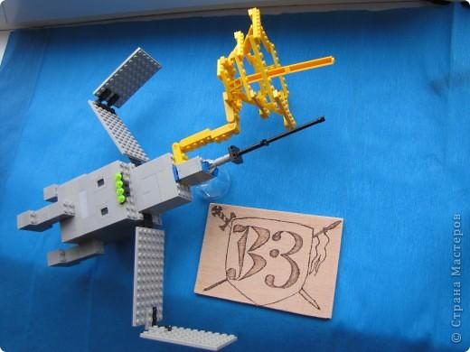 """Это мой космический корабль.Я его собрал из конструктора """"Лего"""". фото 1"""