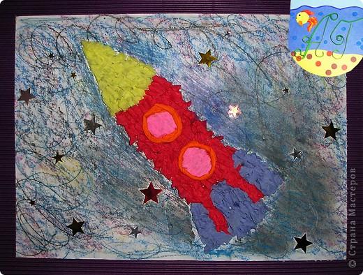 """Тема 1.Конструируем космический аппарат.Я попыталась сделать космический аппарат-зонд.В реальности это аппарат называется """"Вояджер-1"""",что означает """"путешественник"""".Он покинул Землю почти 30 лет назад и уже вышел за пределы Солнечной системы.Ближайшей звезды """"Вояджер""""достигнет через 40 тысяч лет!Благодаря ему ученые смогут больше узнать и о нашей Солнечной системе и о соседних системах. фото 3"""
