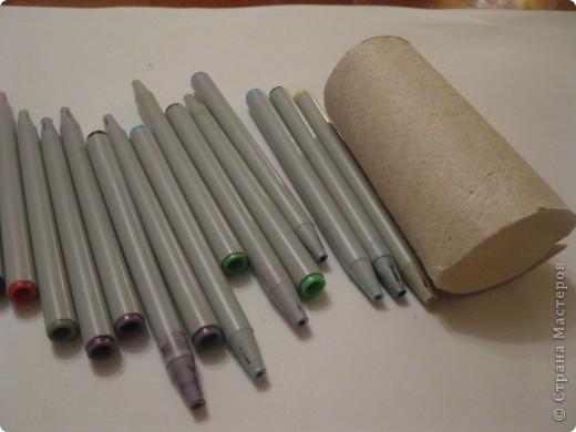 Для своего корабля я приготовила фломастеры и цилиндр от туалетной бумаги. фото 1