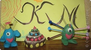Мои инопланетяне Ио и Ия не только полетели  в гости  к землянам, но и взяли с собой космический торт.