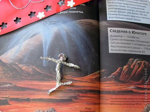 Здравствуйте!!! Огромное спасибо Татьяне Николаевне за то, что разрешила выложить свою ракету в 4 полёте! Вот первая моя ракета. Я её сделала из гофрированного картона. Начинаю обратный отчёт три два один ПУСК!!! Ура полетела моя ракета!  фото 19