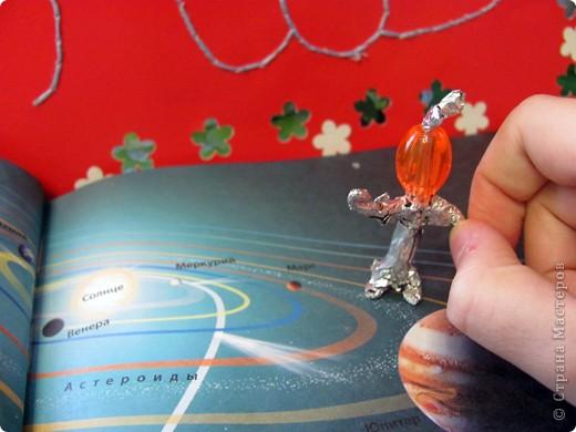 Здравствуйте!!! Огромное спасибо Татьяне Николаевне за то, что разрешила выложить свою ракету в 4 полёте! Вот первая моя ракета. Я её сделала из гофрированного картона. Начинаю обратный отчёт три два один ПУСК!!! Ура полетела моя ракета!  фото 16