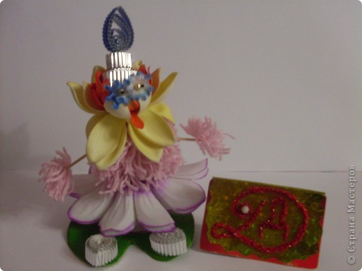 """Робот """"Глазастик-сладкоежка"""" сделан из ячеек от конфет, поэтому очень любит сладости. фото 2"""