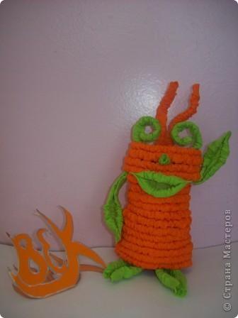 Это мой друг - инопланетянин Фантазёр. (Я сделал его из гофротрубочек) фото 1