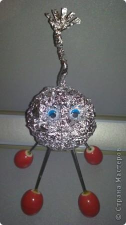 Это мой друг - инопланетянин Фантазёр. (Я сделал его из гофротрубочек) фото 5