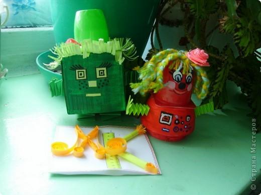 Задание №2.        Как-то раз поливала я свои комнатные цветы, улыбалась, глядя на их зеленые листочки,  и обнаружила в горшке два странных камушка: красного и зеленого цвета. Вода попала и на них. И вдруг… камушки зашевелились, ожили и превратились в двух симпатичных существ. фото 1