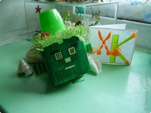 Задание №2.        Как-то раз поливала я свои комнатные цветы, улыбалась, глядя на их зеленые листочки,  и обнаружила в горшке два странных камушка: красного и зеленого цвета. Вода попала и на них. И вдруг… камушки зашевелились, ожили и превратились в двух симпатичных существ. фото 2
