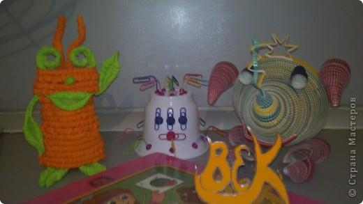 Это мой друг - инопланетянин Фантазёр. (Я сделал его из гофротрубочек) фото 19