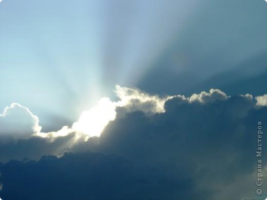 Как-то ясным солнечным днём небо вдруг потемнело, солнце скрылось и на нашу планету приземлился неопознанный летающий объект. На его борту был тодько робот, который передал для нас послание и корабль быстро взлетев. полетел дальше. Наш дружный экипаж расшифровал послание. фото 1