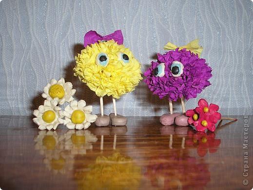 Вот и мои инопланетяне прилетели! Слева жёлтенькая - Одуванчик, а справа - Маргаритка. Они прилетели с Разноцветной планеты, где всегда цветут цветы. Но у них на планете нет ромашек! фото 2