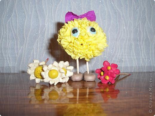 Вот и мои инопланетяне прилетели! Слева жёлтенькая - Одуванчик, а справа - Маргаритка. Они прилетели с Разноцветной планеты, где всегда цветут цветы. Но у них на планете нет ромашек! фото 4